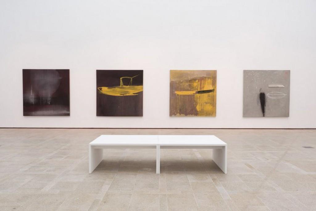 Vista de la sala de exposición, con obras de la serie Océano (1993-1995) Foto: cortesía ©MARCO Vigo/Enrique Touriño