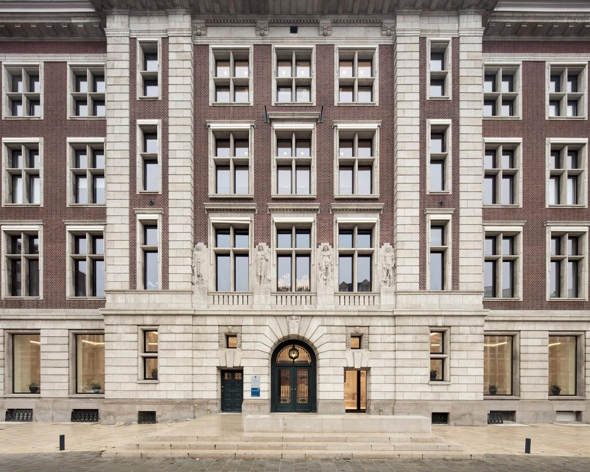B30 KAAN Architecten ©Karin Borghouts. Parte frontal del edificio.