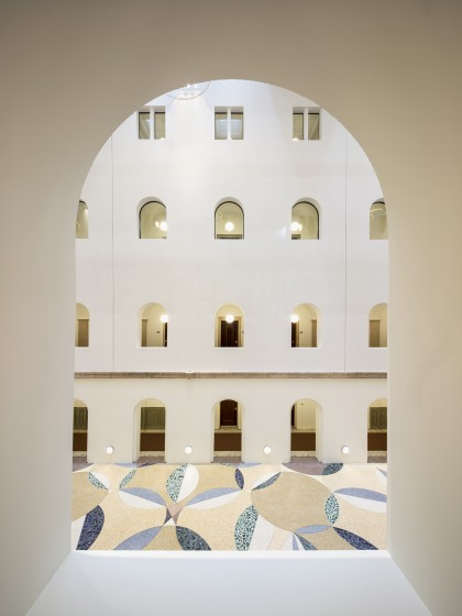 B30 KAAN Architecten ©Karin Borghouts. Vista general. Mosaico diseñado por Rob Birza.