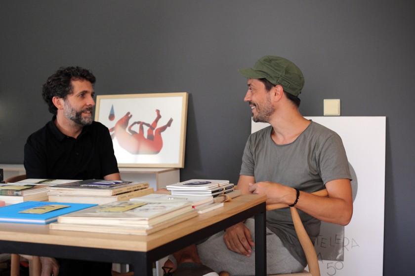 Iban y Raul conversando en