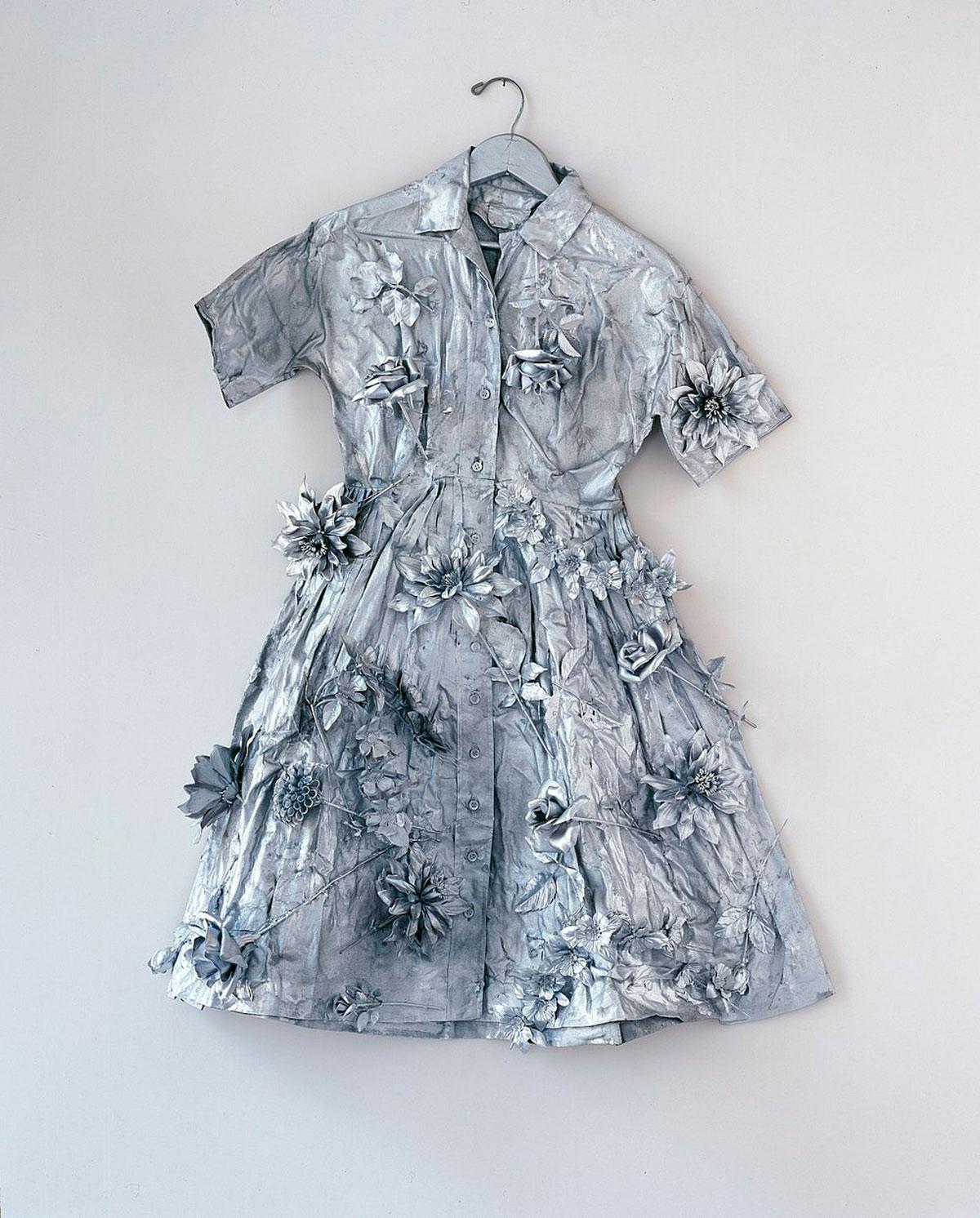 Yayoi Kusama, Silver Dress, 1966, © Yayoi Kusama Photo: mumok, Museum moderner Kunst Stiftung Ludwig Wien, ehemals Sammlung Hahn, Köln