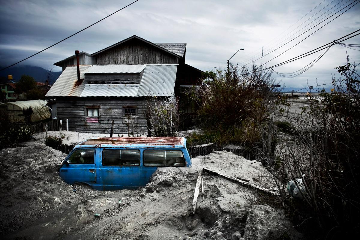 © Raúl Belinchón. Chaitén bajo las cenizas.