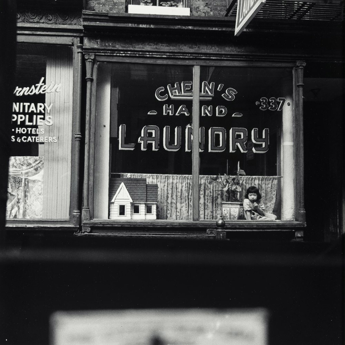 Robert Rauschenberg Laundry-New York City, 1979 Photograph, edition of 50 34 x 34 cm